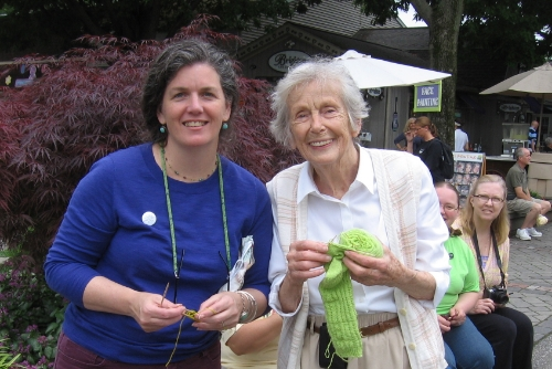 Wendy from LYS knitting in public with Pat Burnley, the founder of Kitchen Kettle Village