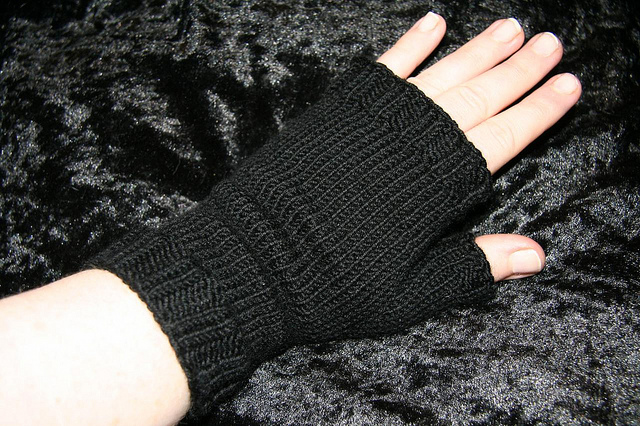Simple Fingerless Mitts by TinksDarkerSide on Ravelry