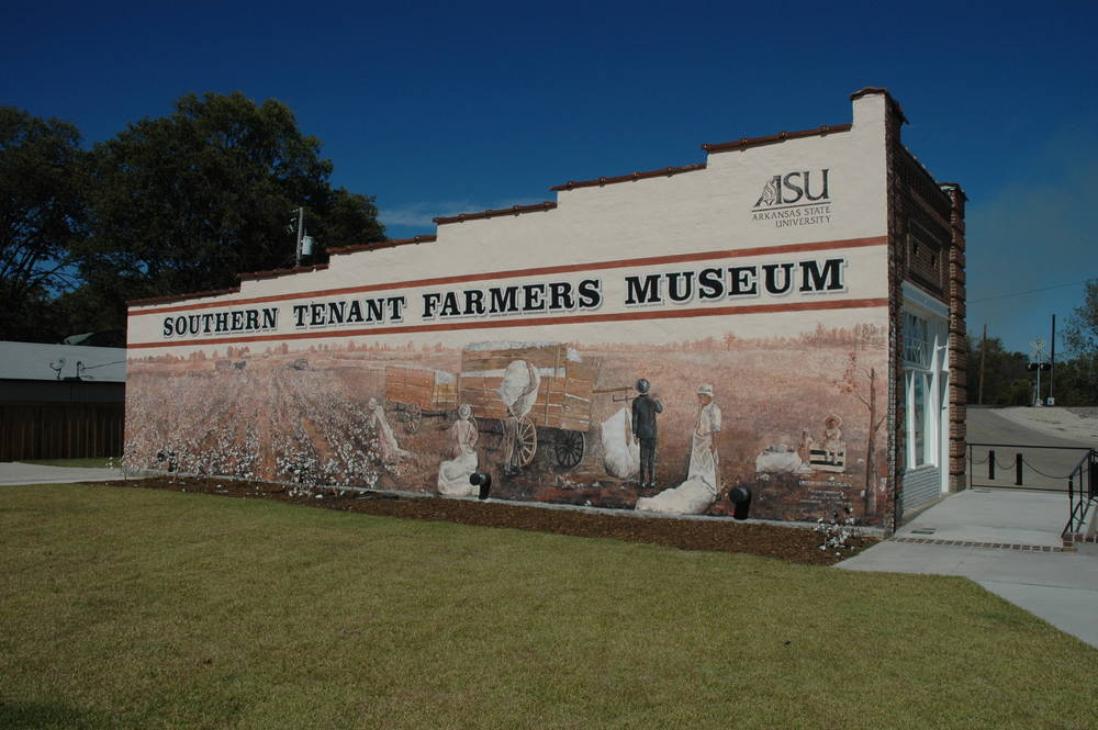 Mural on the side of the old Bank of Tyronza. The STFM opened as a museum in 2006.