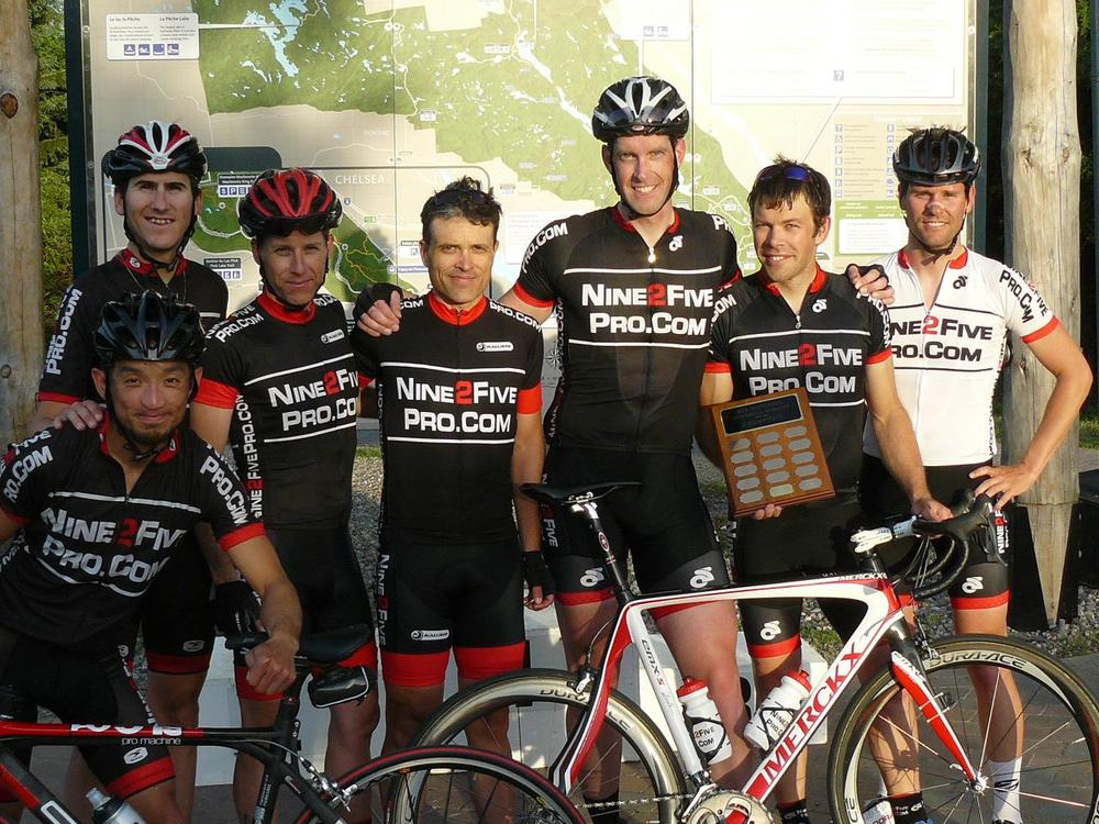 Group photo for winning team. Photo credit goes to Doug Corner from Bike Race Ottawa.