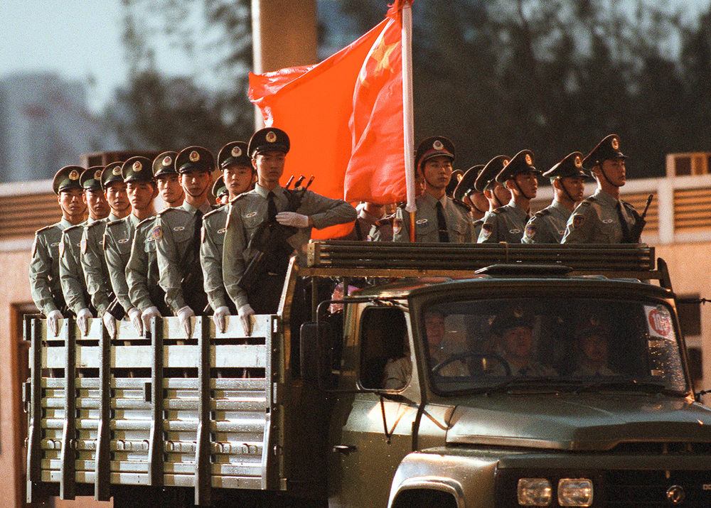 1997_pla_troops_hk.jpg