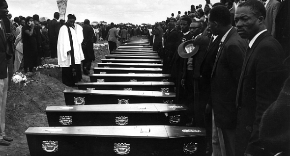Peter_Magubane_Sharpeville_Shooting_590_03.jpg