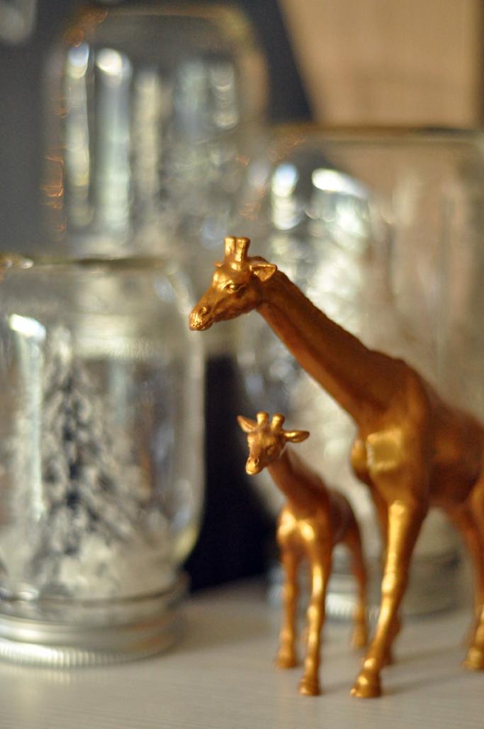 gold-giraffe