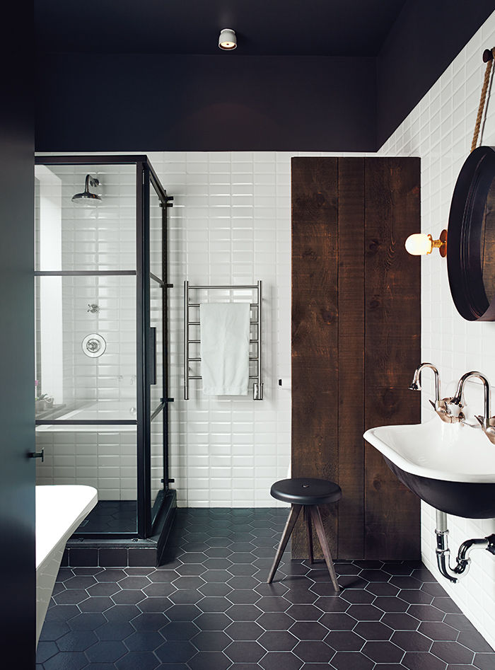 Charcoal Bathroom Ceiling. Click for more dark wall inspiration. | www.jaymeesrp.com