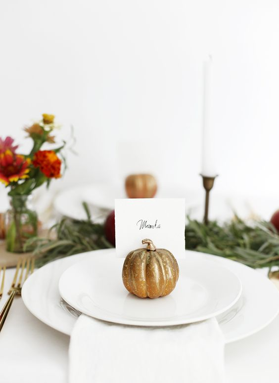 DIY Pumpkin Place Card Holder