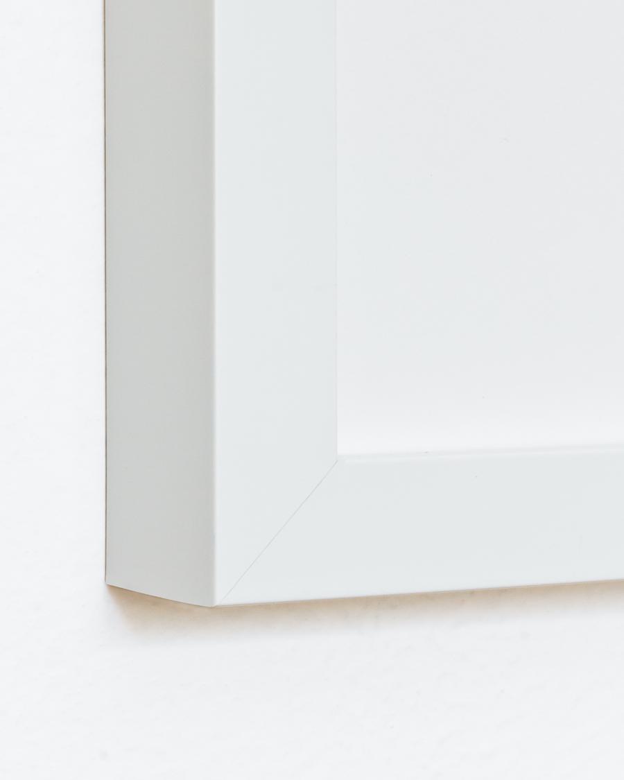 <h3>White Gallery Frame</h3>