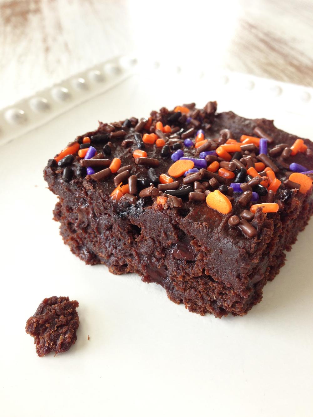Skinny 3 Ingredient Pumpkin Spice Brownies — The Skinny Fork