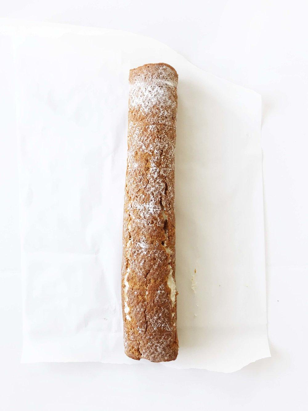 skinny-carrot-cake-roll8.jpg
