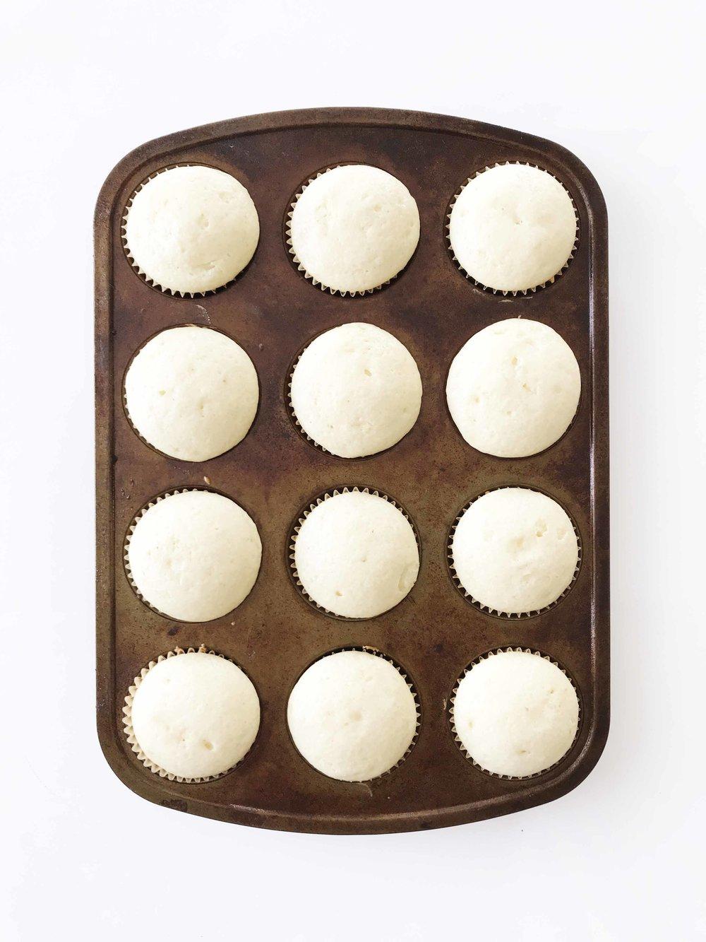 white-wedding-cupcakes4.jpg