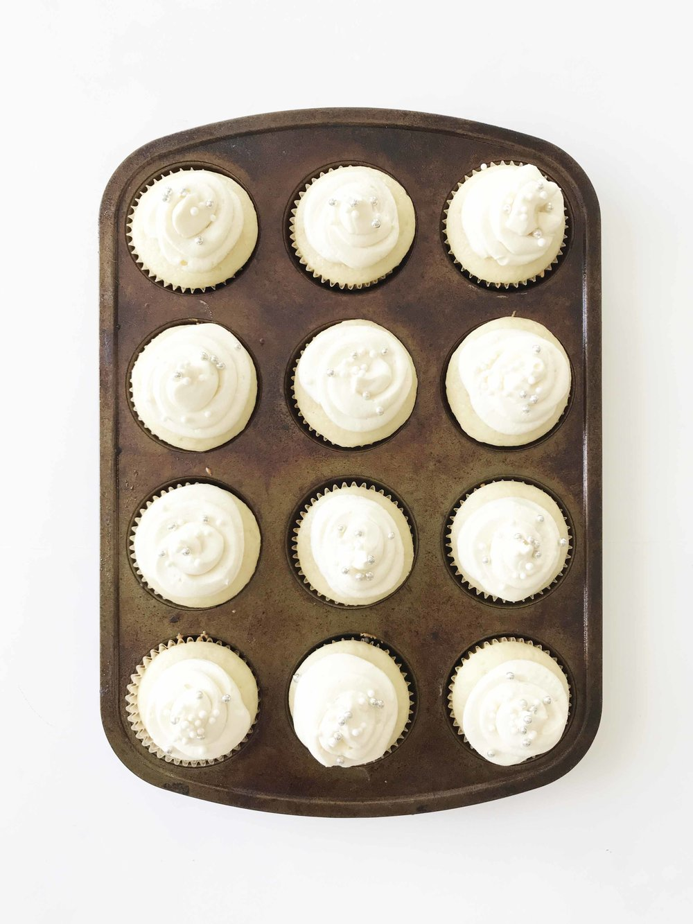 white-wedding-cupcakes8.jpg