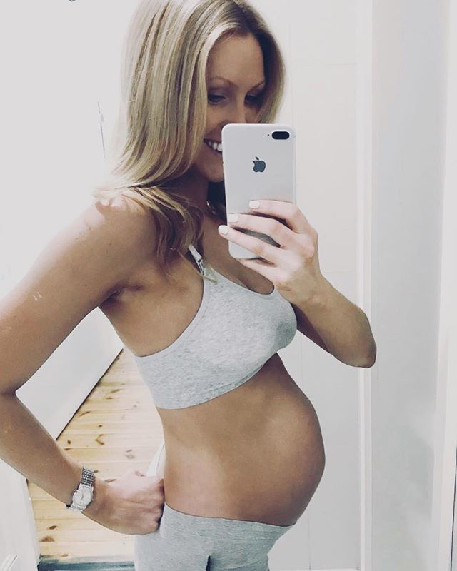 #24weeks. When no underwire and full briefs is like a dream 🤰🏼