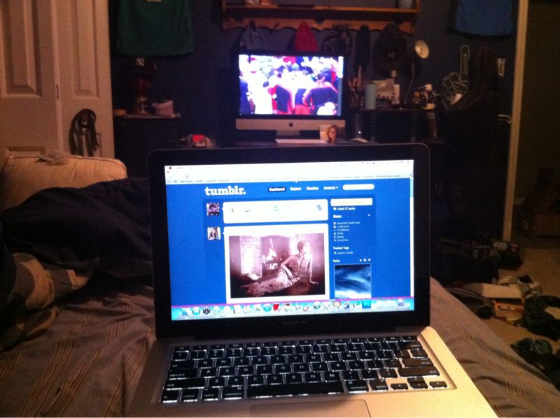 This is why you should have a desktop AND a laptop. Watch games and get yo tumbl on