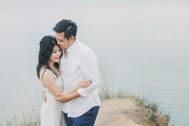 Photographed Reiko & David's engagement Photoshoot at the Bluffs before the trip to San Francisco. Makeup @michelle_yu_myumakeup