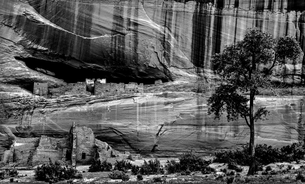 The white house pueblo ruins, Canyon De Chelly, Arizona.