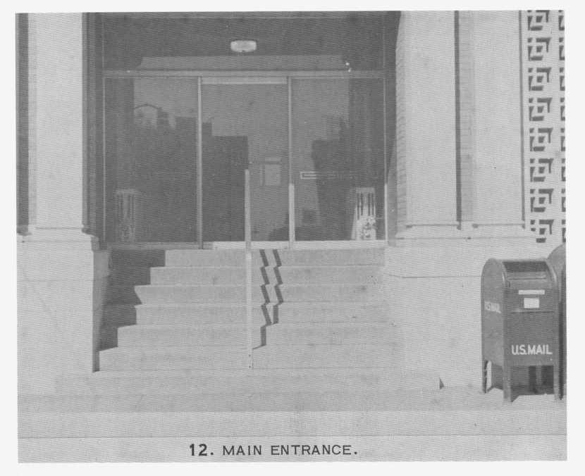Photo 7 First Floor External Entrance.jpg
