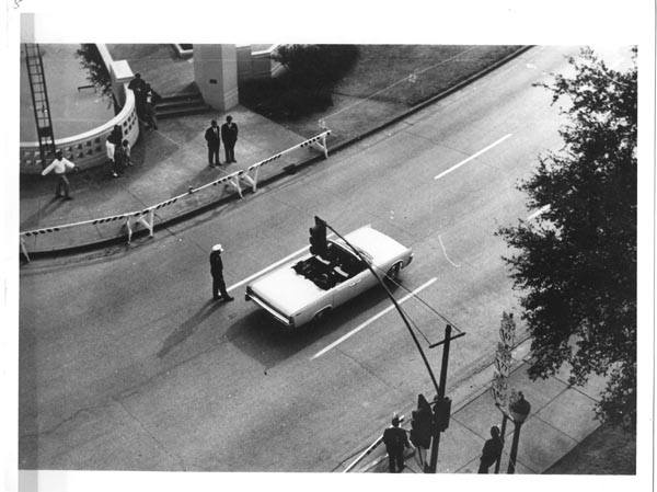 Photo 72- Elm Street entering Dealey Plaza.jpg