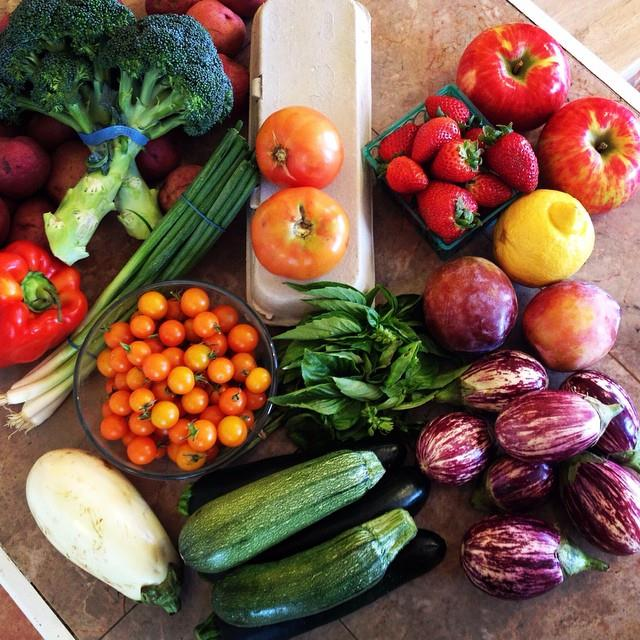 Some of my loot from today's farmer's market. Check out the meal plan I created at the bottom of this post and click here to get the recipes sent straight to your inbox!