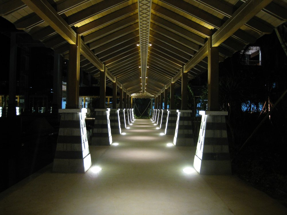 COVERED WALK WAY @ LE MERIDIEN SHIMEI BAY, HAINAN ISLAND, PRC.