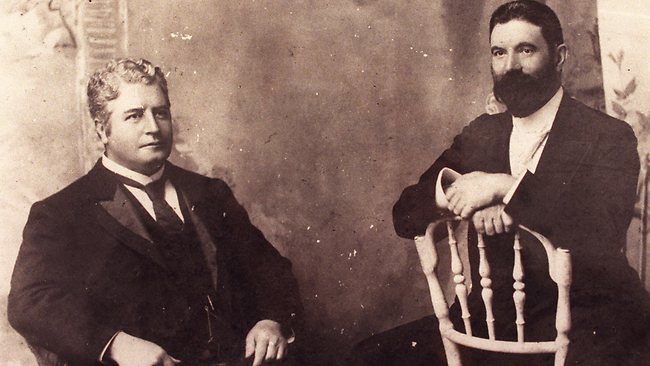 Edmund Barton (left) and Alfred Deakin (right)