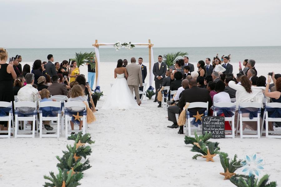 11_22_14 Clearwater Beach Wedding_0016.jpg