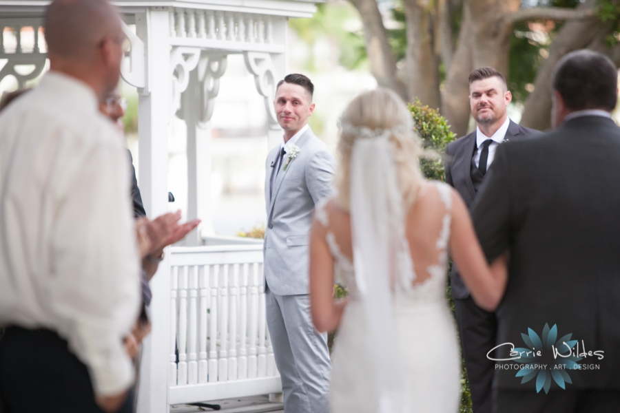 10_21_17 Nicole and Nick Davis Island Garden Club Wedding_0034.jpg
