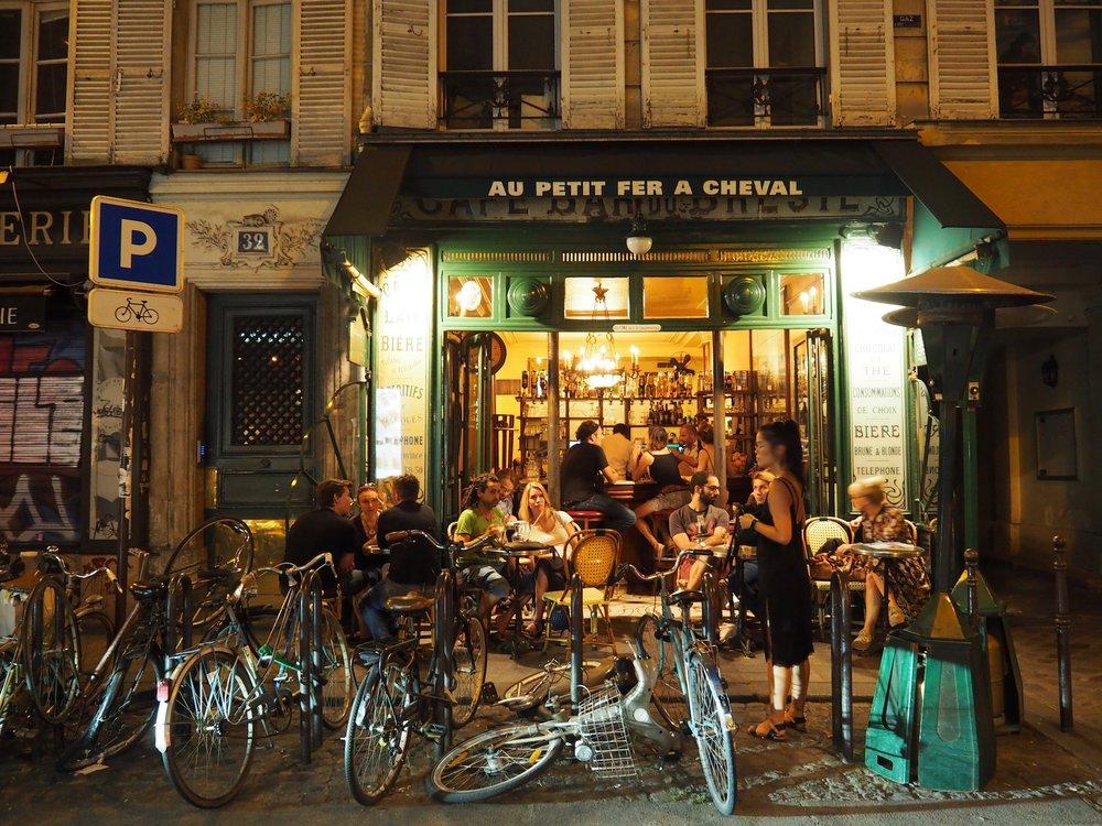 Au Petit Fer a Cheval Montmarte Paris