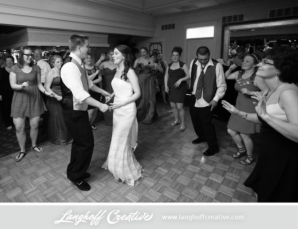 WisconsinWeddingPhotography-Pewaukee-Hartland-LanghoffCreative-40-photo.jpg