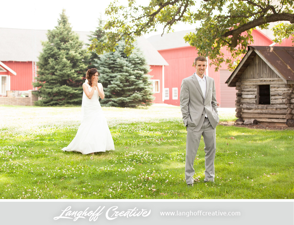 KenoshaWedding-WisconsinWedding-ThompsonStrawberryFarm-LanghoffCreative-5-photo.jpg