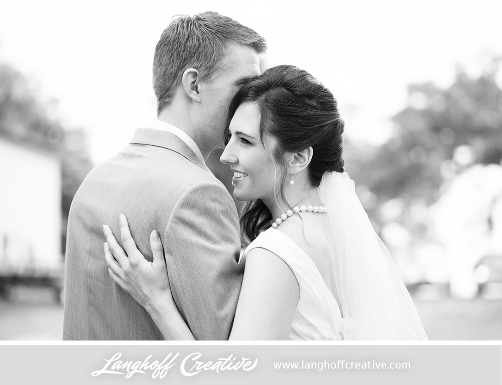 KenoshaWedding-WisconsinWedding-ThompsonStrawberryFarm-LanghoffCreative-7-photo.jpg