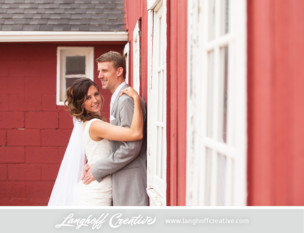 KenoshaWedding-WisconsinWedding-ThompsonStrawberryFarm-LanghoffCreative-10-photo.jpg