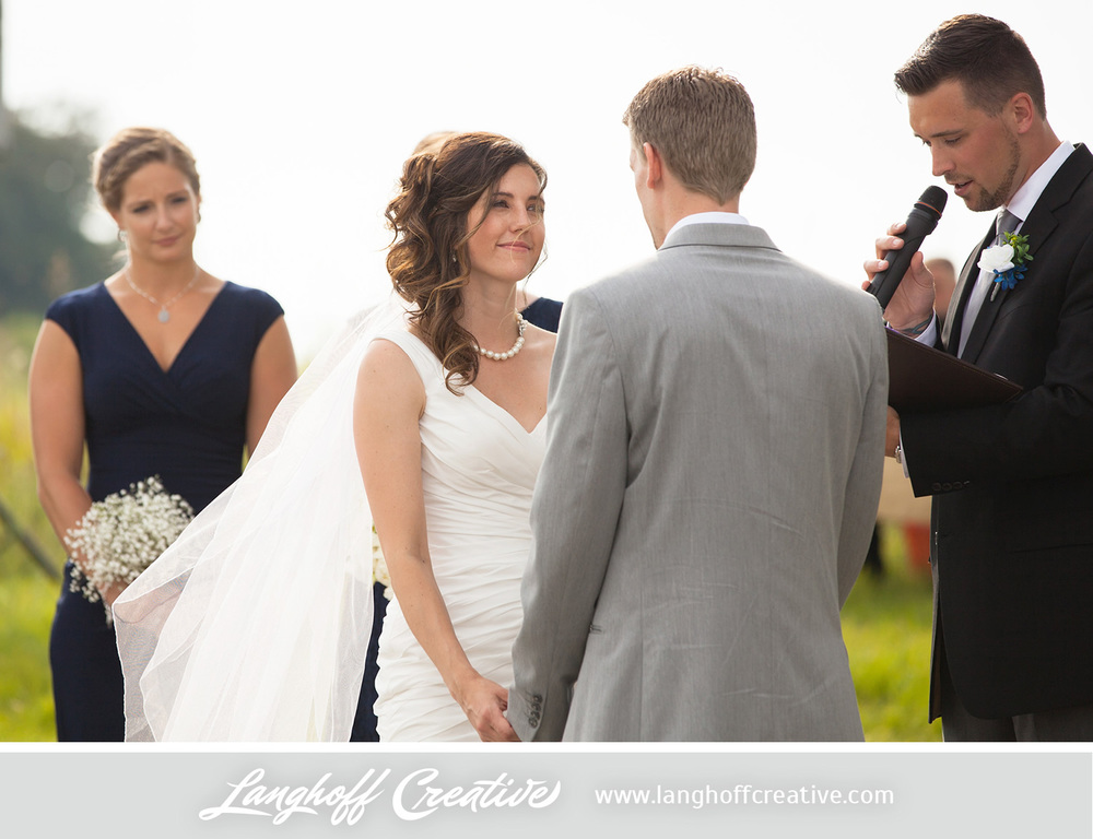 KenoshaWedding-WisconsinWedding-ThompsonStrawberryFarm-LanghoffCreative-16-photo.jpg