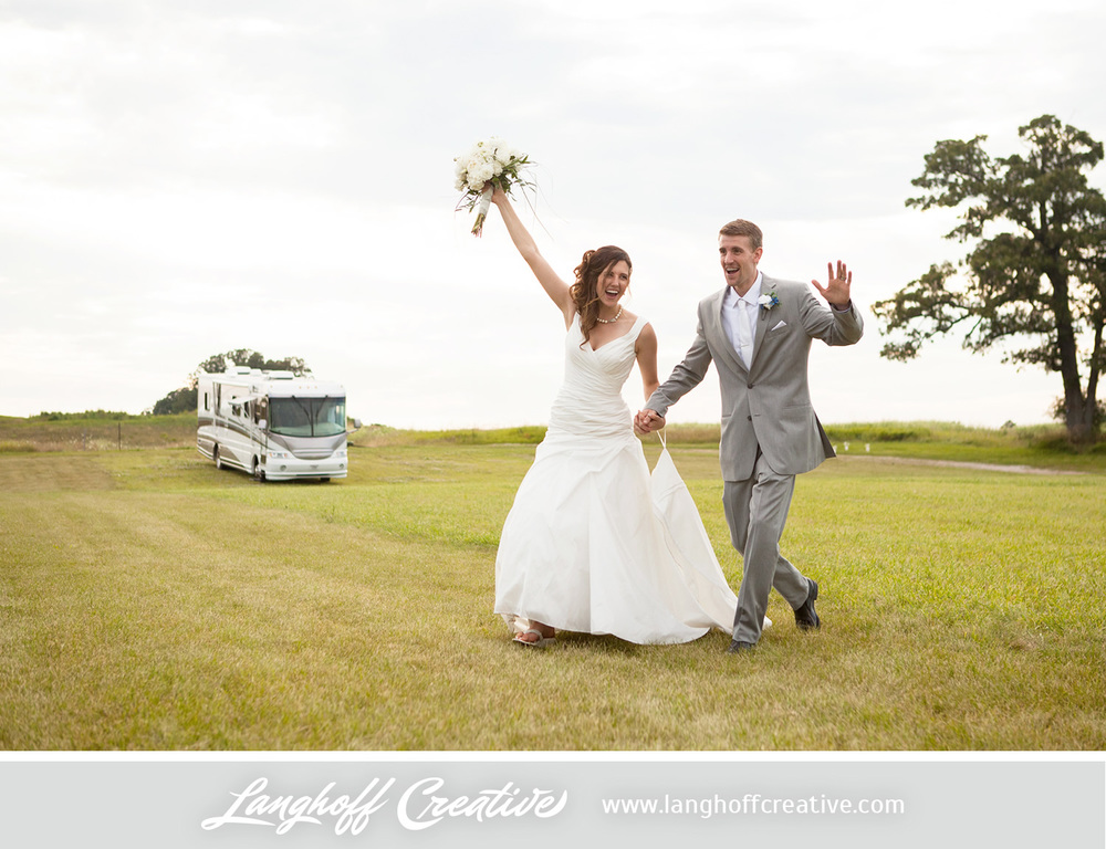 KenoshaWedding-WisconsinWedding-ThompsonStrawberryFarm-LanghoffCreative-25-photo.jpg