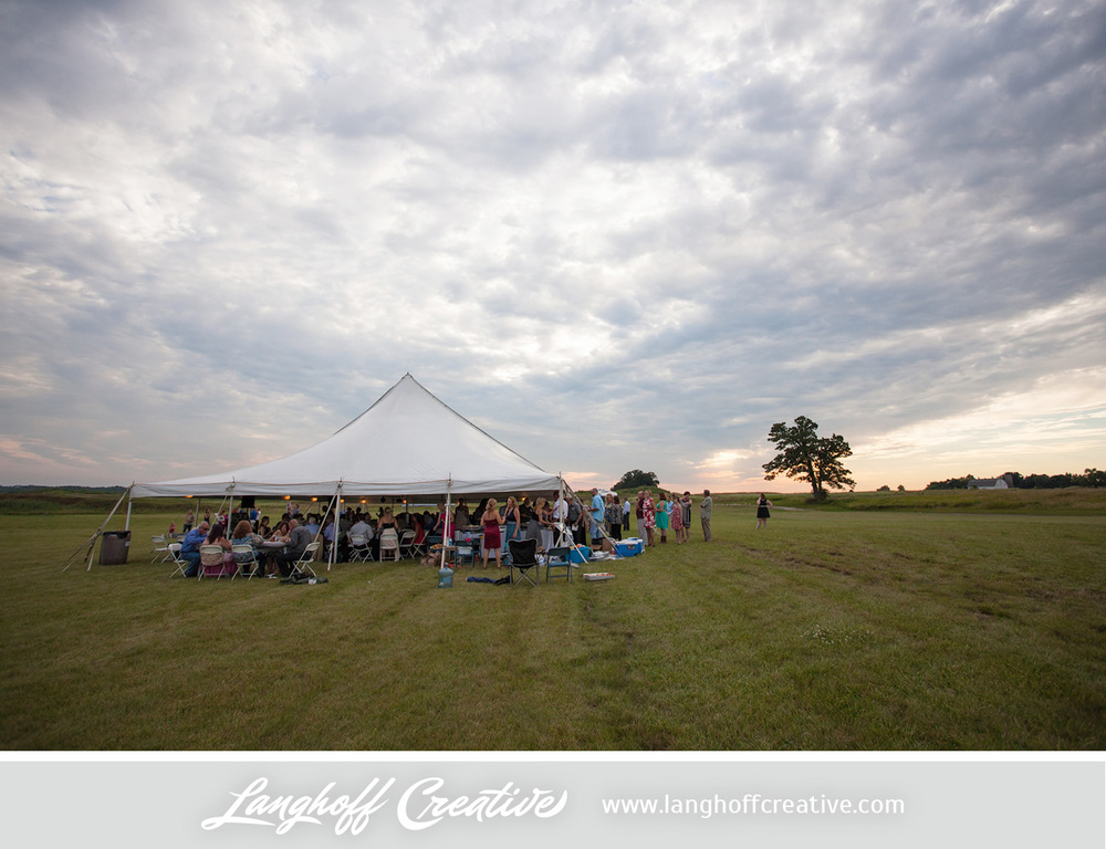 KenoshaWedding-WisconsinWedding-ThompsonStrawberryFarm-LanghoffCreative-26-photo.jpg