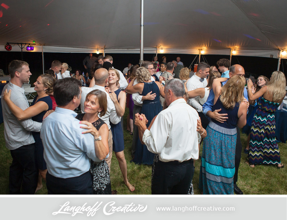 KenoshaWedding-WisconsinWedding-ThompsonStrawberryFarm-LanghoffCreative-33-photo.jpg