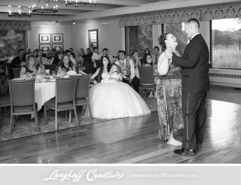 WisconsinWedding-WeddingPhotography-KenoshaCountryClub-LanghoffCreative-35-photo.jpg