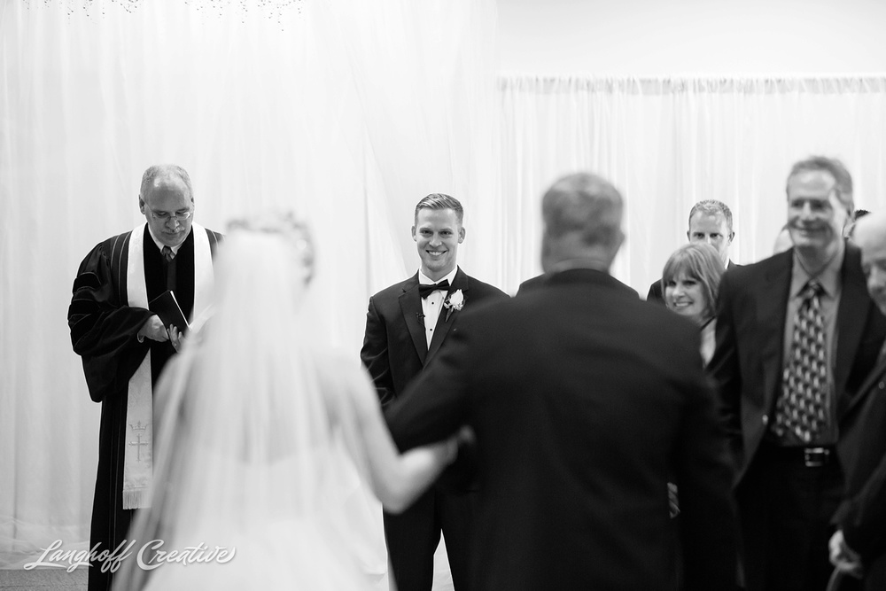 WisconsinWedding-WeddingPhotography-MemorialHall-Racine-2014-Nelson16-photo.jpg