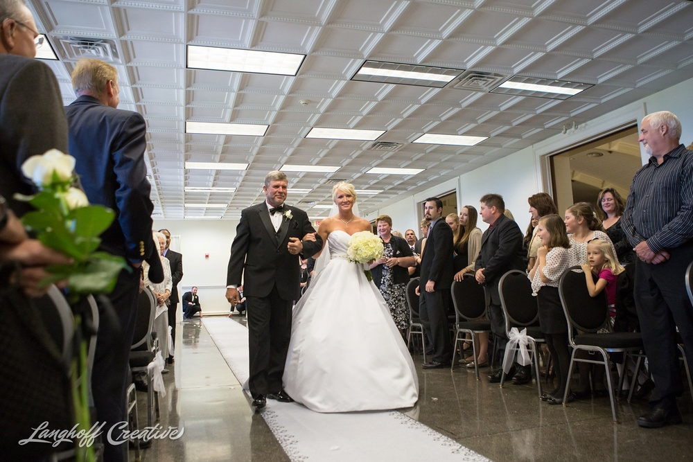 WisconsinWedding-WeddingPhotography-MemorialHall-Racine-2014-Nelson15-photo.jpg