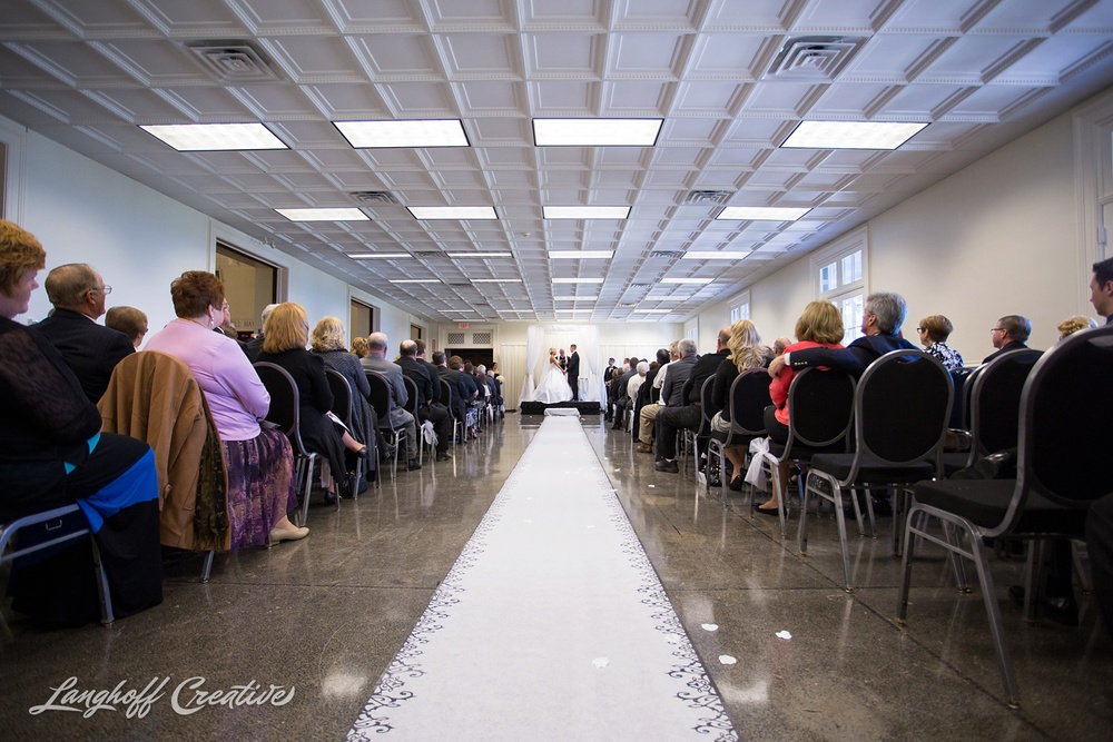 WisconsinWedding-WeddingPhotography-MemorialHall-Racine-2014-Nelson17-photo.jpg