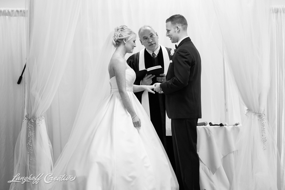 WisconsinWedding-WeddingPhotography-MemorialHall-Racine-2014-Nelson19-photo.jpg