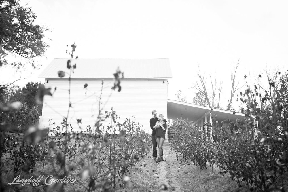 Engagement-RaleighEngagement-EngagementPhotography-RaleighPhotographer-RaleighWeddingPhotographer-LanghoffCreative-JakeBrooke2015-9-photo.jpg