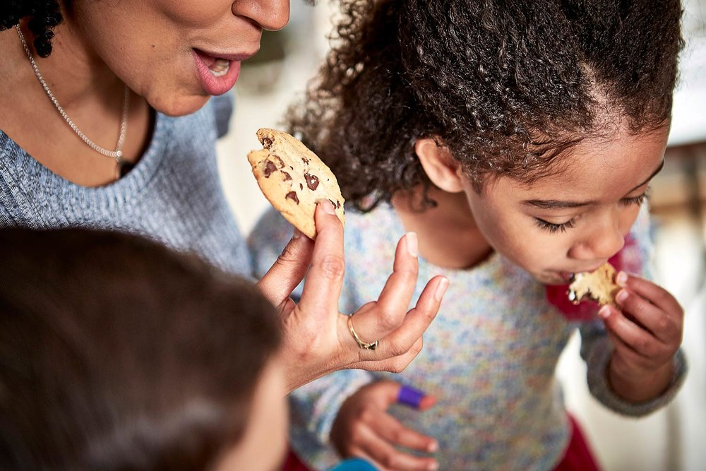 family lifestyle photography with food