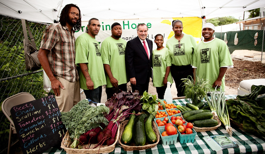 Mayor Daley with employees of Growing Home at a market stand.