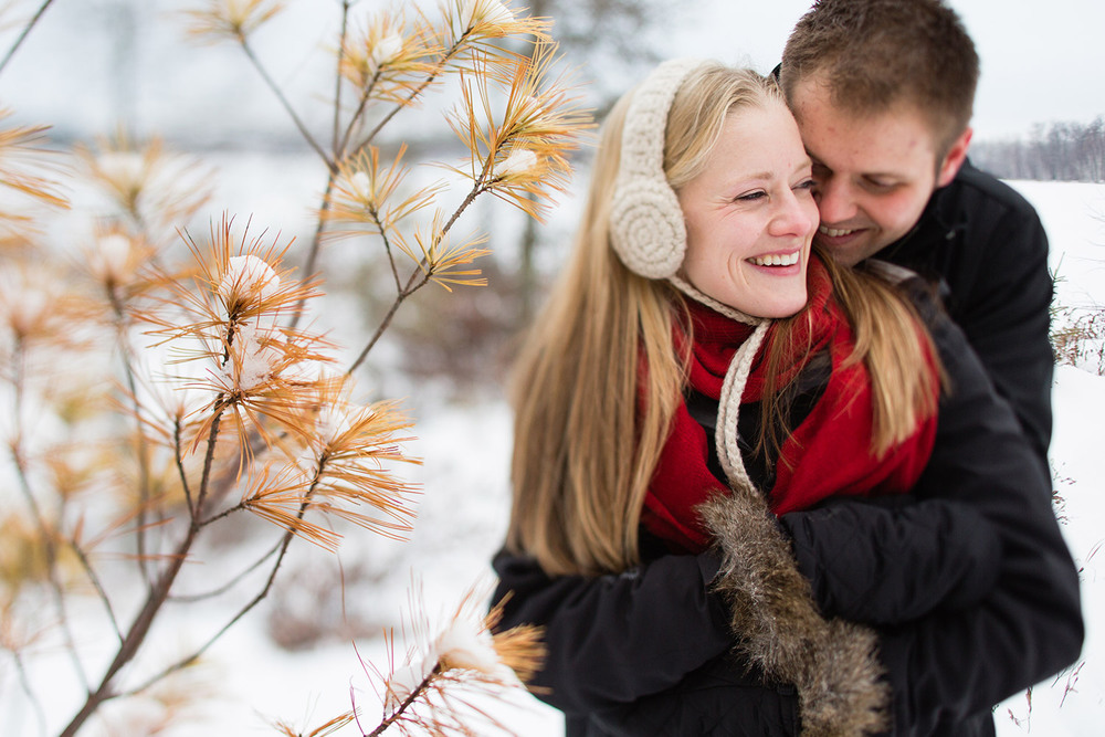09-northern-minnesota-winter-forest-engagement-session.jpg