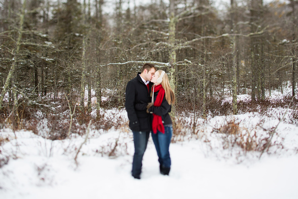 11-northern-minnesota-winter-forest-engagement-session.jpg