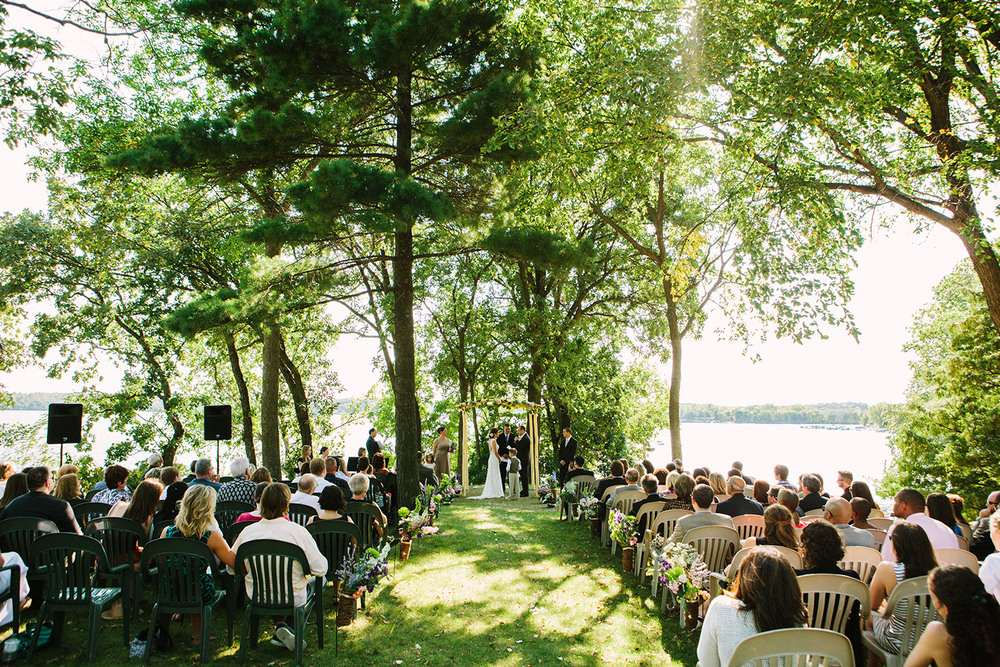 18-paynesville_mn_wedding-bugs-bee-hive-resort.jpg