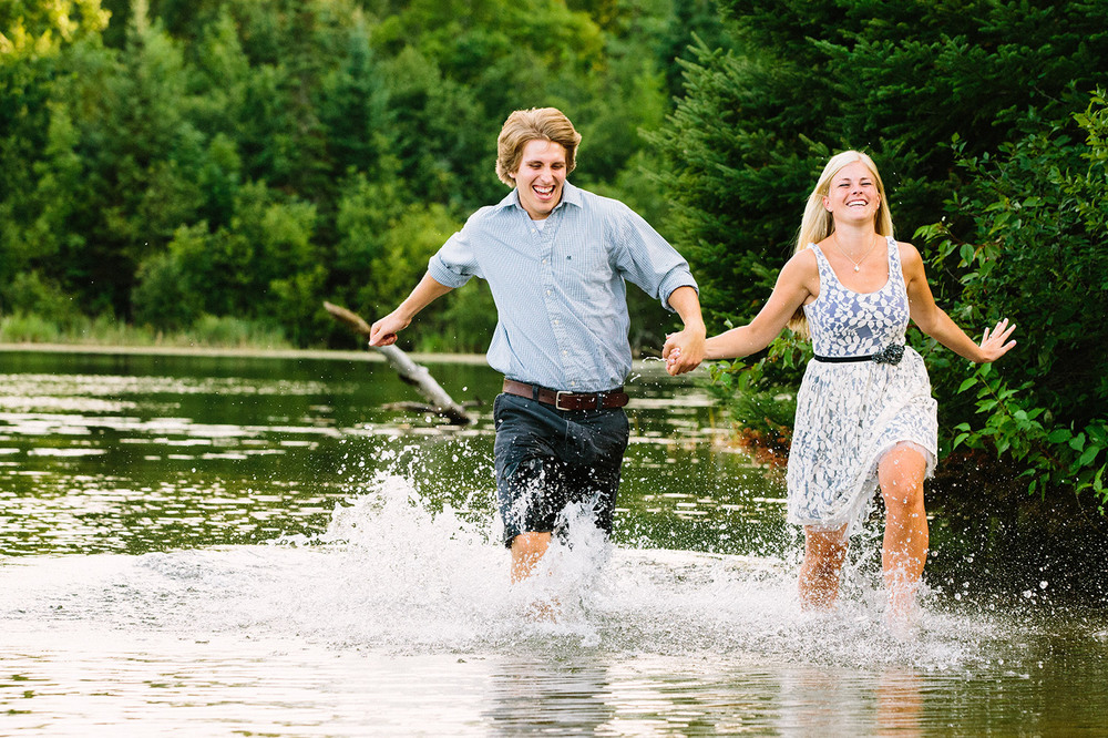 07-minnesota-lake-home-engagement-session-crosslake.jpg