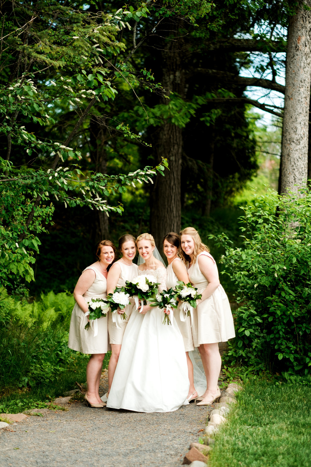 bridesmaids at glensheen mansion