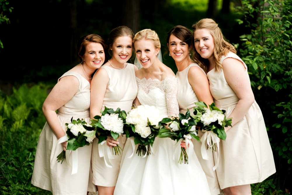 bridesmaids at the glensheen mansion for a wedding