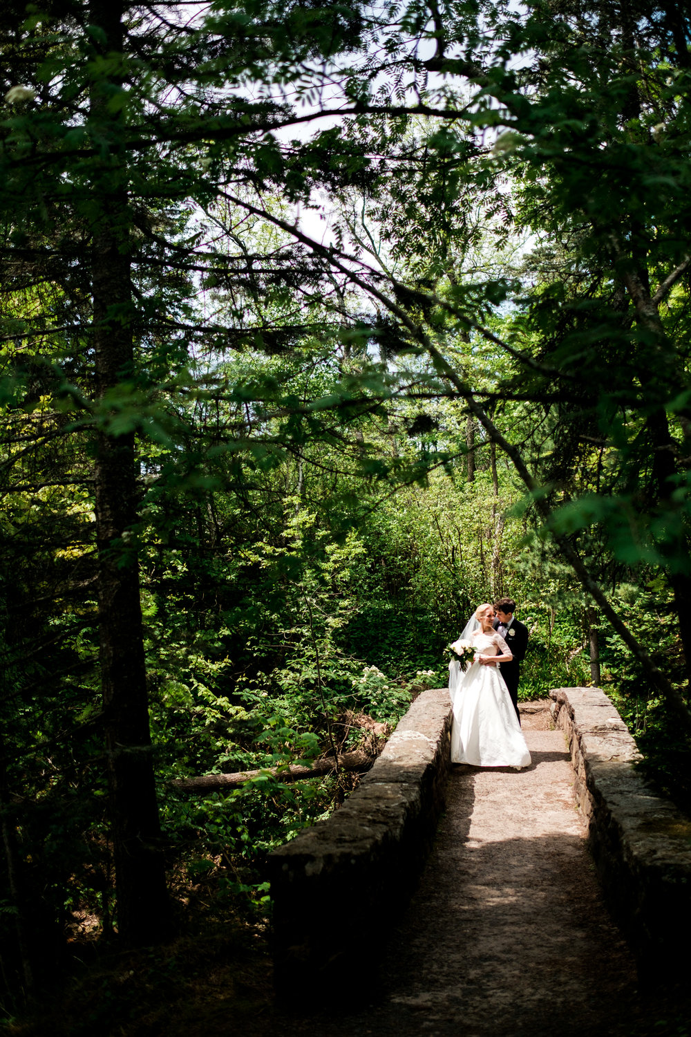 wedding couple images at glensheen mansion in duluth