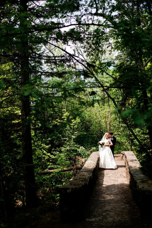 wedding couple images at glensheen mansion in duluth